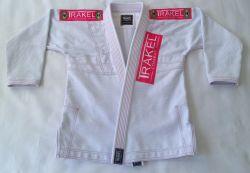 Kimono branco TK com costura rosa